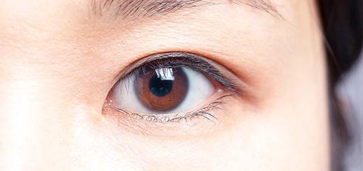 クローズアップされた女性の瞳